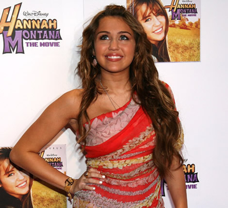 miley cyrus nashville 00 Miley Cyrus v kvetinových šatách cez rameno   niečo, čo si musíte zaobstarať