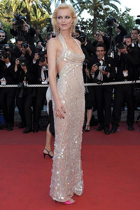 cannes eva herzigova 02 Tie najlepšie šaty z festivalu Cannes 2009