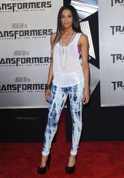 ciara transformers premiere Vyrobte si (staro)nový trend: Plesnivé džínsy