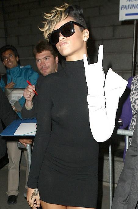 rihanna xx 01 Rihanna    mení sa na Lady Gaga?