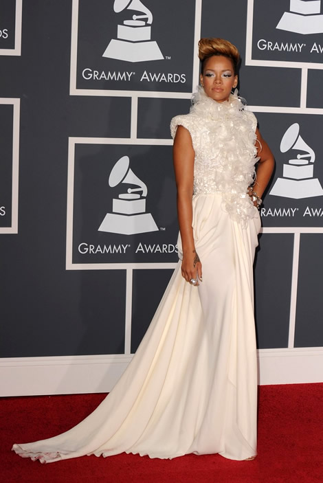 grammy awards 2010 rihanna 01 Grammy Awards 2010: Lady Gaga šokuje, Viktor & Rolf boduje