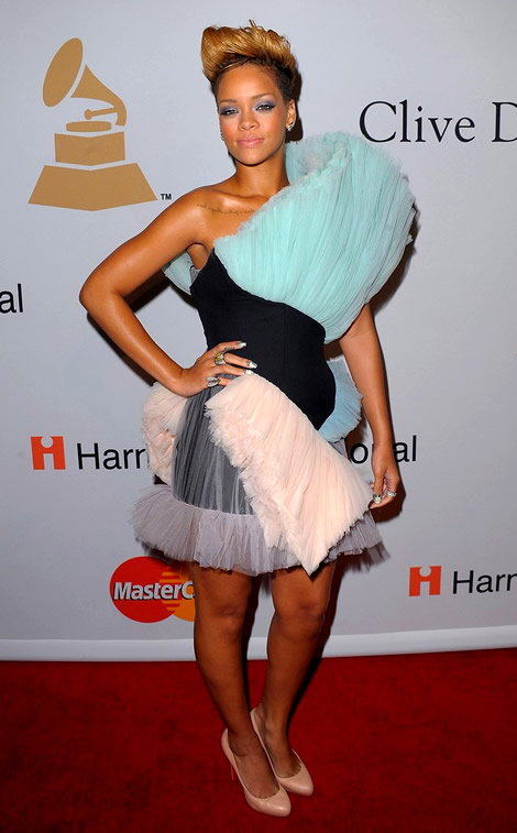 grammy awards 2010 rihanna 02 Grammy Awards 2010: Lady Gaga šokuje, Viktor & Rolf boduje
