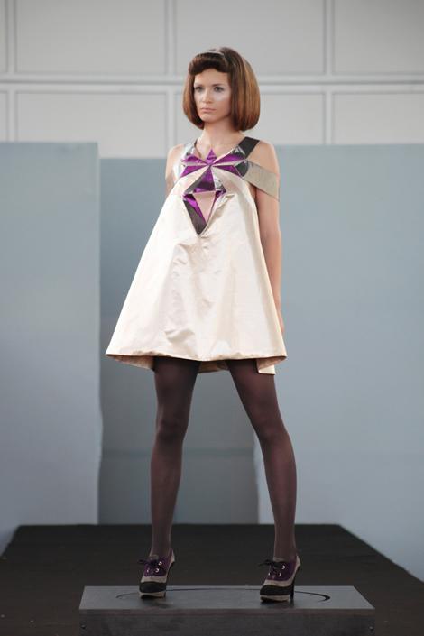 fa343 hrca 02 Fashion Atelier 343 predviedol tvorbu našich bakalárov a diplomantov VŠVU