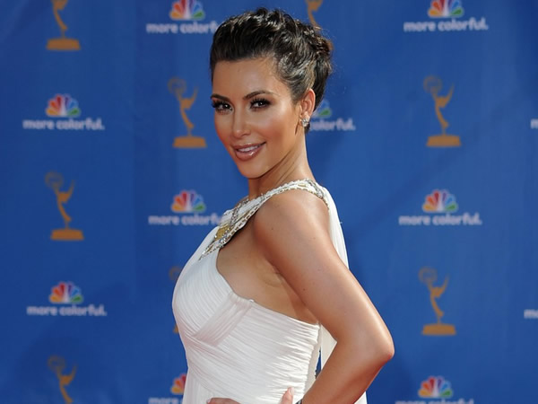 emmy awards kim kardashian 01 Emmy Awards 2010: Kim Kardashian