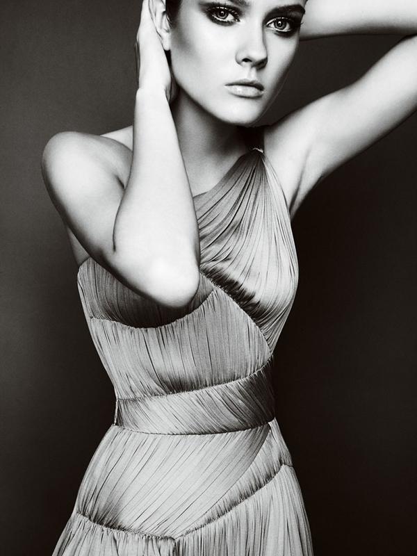 Atlier2010P1Versace2 Ďalšie jesenné potešenie očí od Atelier Versace 2011