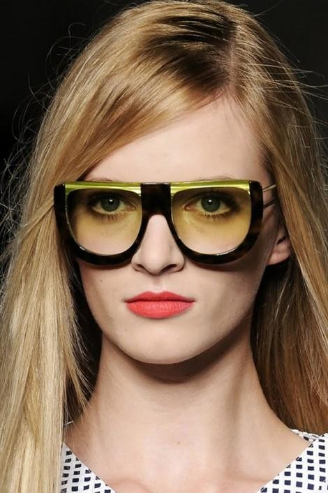 fendi sunglasses ss2011 1 470x706 Fendi pod okuliarmi oči neskrýva, zato matné pery majú hlavné slovo