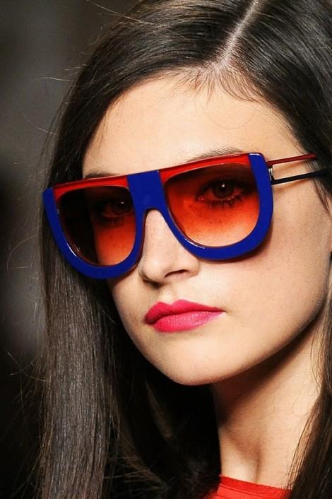 fendi sunglasses ss2011 2 470x706 Fendi pod okuliarmi oči neskrýva, zato matné pery majú hlavné slovo