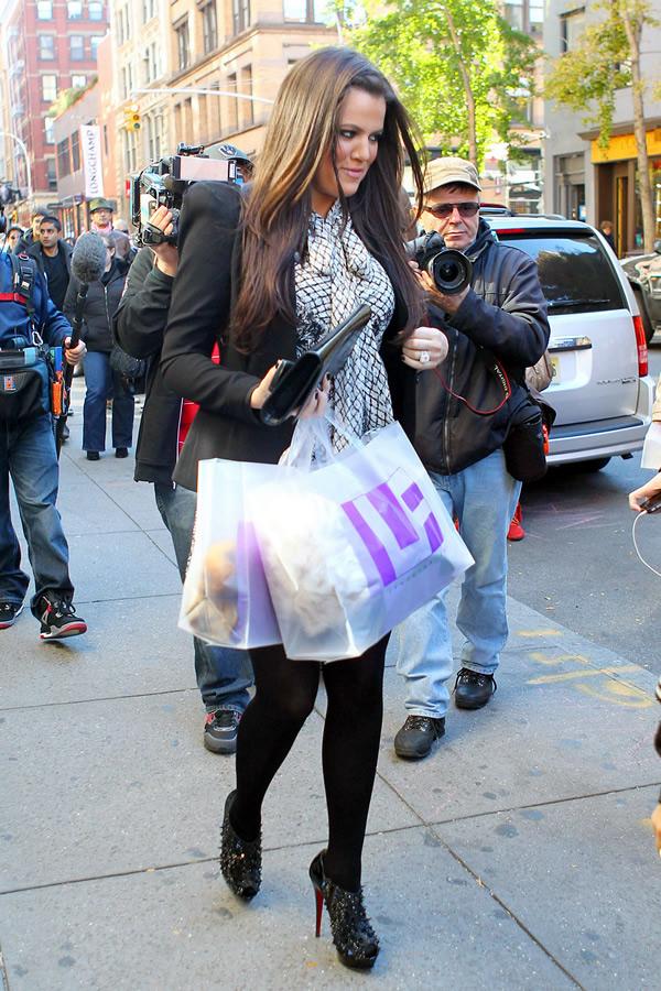 khloe kardashian Celebrity v kabátikoch a kabátoch na Deň vďakyvzdania a Čierny piatok