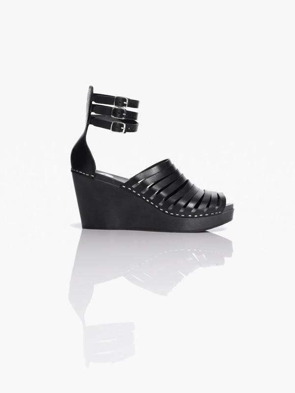 shoe hm colab 4 Švédske dreváky, Valentínska kolekcia a recyklovaný Lanvin v H&M