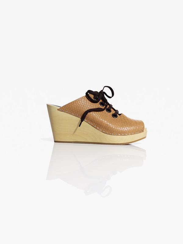 shoe1 Švédske dreváky, Valentínska kolekcia a recyklovaný Lanvin v H&M