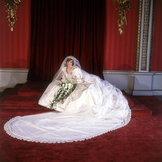 princess diana wedding gown. Lady Diana v róbe od Davida a