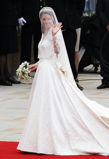 fe1eab7cff77def8 113264775 10.preview Bleskovka: Princezná Kate Middleton v McQueenovi