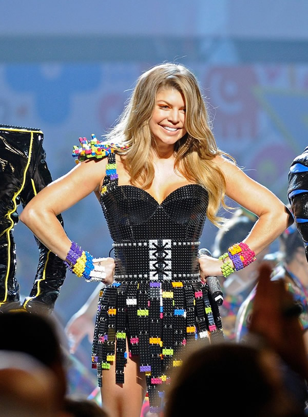 fergie legos kca 2011 05 Kids Choice Awards 2011: Zlaté deti Los Angeles