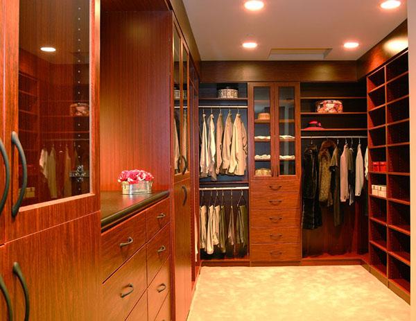 Walk in closets 25 33 inšpirácií a 11 tipov, ako by mal vyzerať váš vysnívaný a ideálny šatník