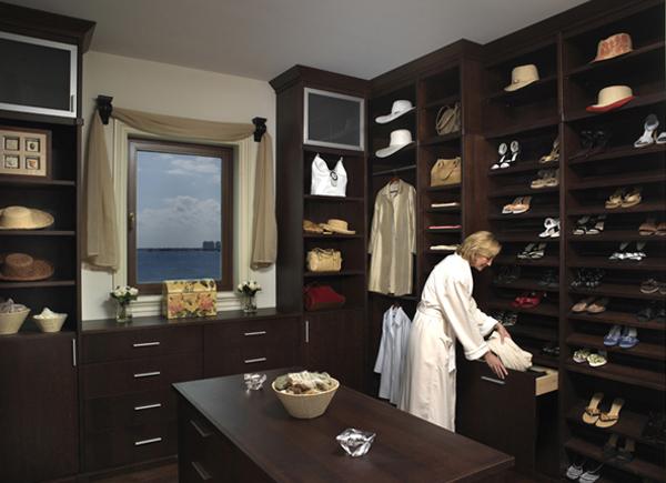 Walk in closets 26 33 inšpirácií a 11 tipov, ako by mal vyzerať váš vysnívaný a ideálny šatník