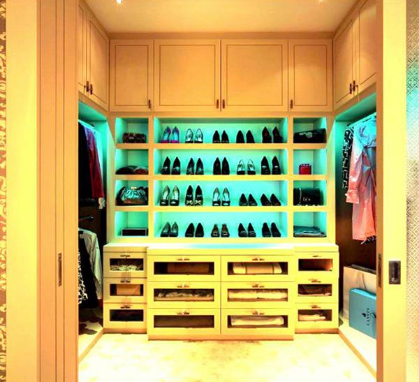 Walk in closets 8 33 inšpirácií a 11 tipov, ako by mal vyzerať váš vysnívaný a ideálny šatník