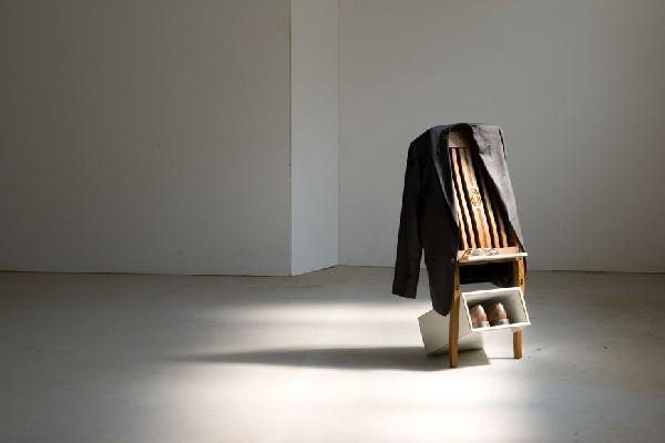 Silent Servant 2 Zo starej stoličky nový vešiak