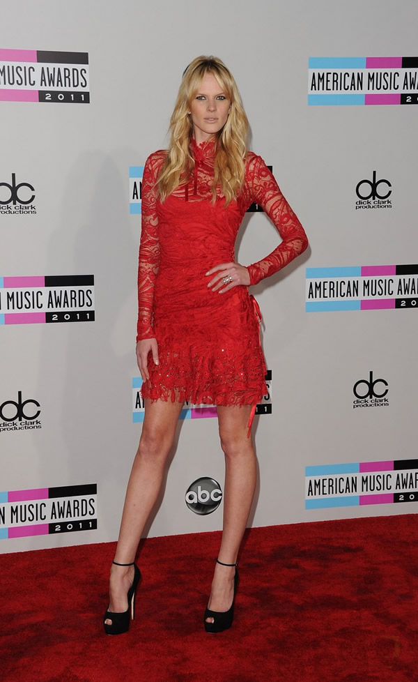 anne v amas 2011 red carpet 03 American Music Awards 2011: Veľa lesku i nevkusu