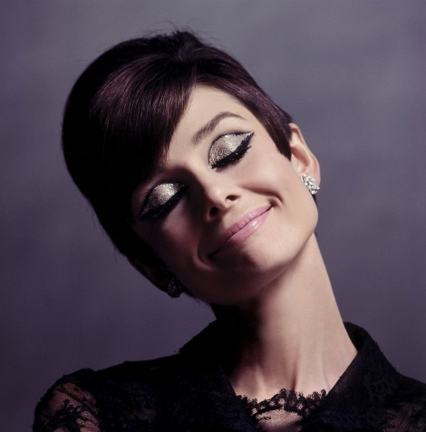 audrey hepburn how to steal a milion 470x476 Sviatočné líčenie v štýle Audrey Hepburn