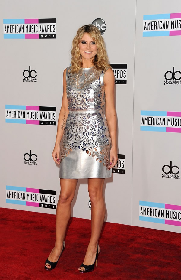 heidi klum amas 2011 red carpet 02 American Music Awards 2011: Veľa lesku i nevkusu