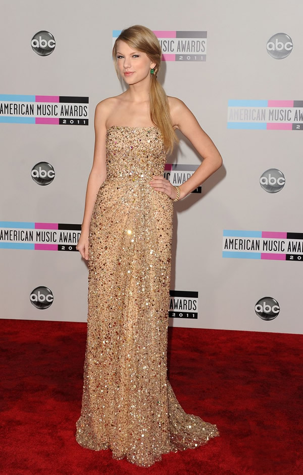 taylor swift amas 2011 01 American Music Awards 2011: Veľa lesku i nevkusu