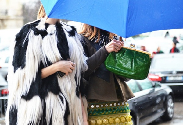 131 600x411 Móda z ulice na jarnom Haute Couture Week 2012