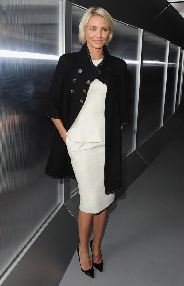 diane kruger cameron diaz chanel haute couture show 09 Celebrity z prvého radu: Ktorá sa obliekla na jarnom Haute Couture Week 2012 najlepšie?