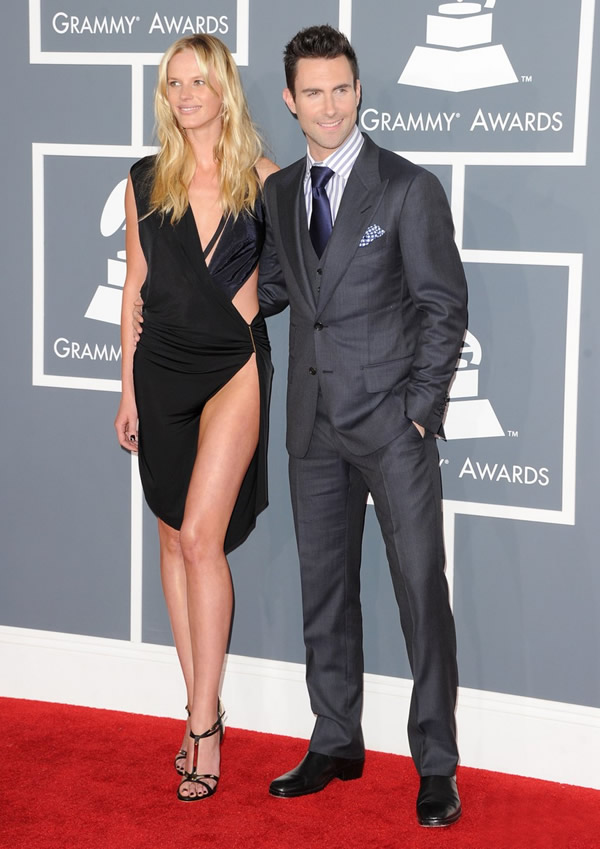 anne v adam levine 2012 grammy awards 02 Grammy Awards 2012: Čierny smútok za Whitney