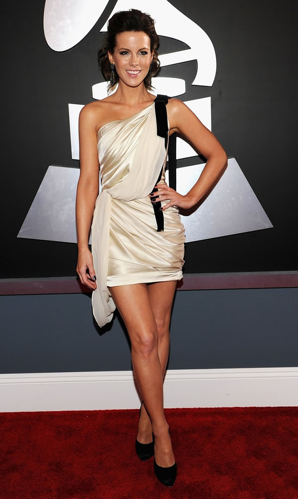 kate beckinsale grammys 06 Grammy Awards 2012: Čierny smútok za Whitney