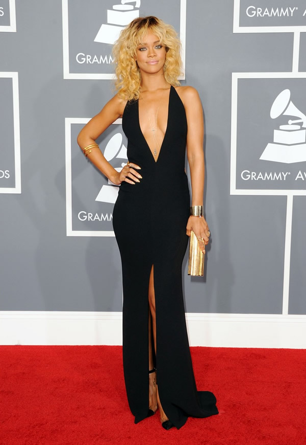 rihanna grammy awards 2012 04 Grammy Awards 2012: Čierny smútok za Whitney