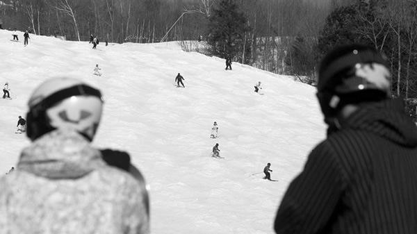 skiing Štýlová a bezpečná lyžiarska sezóna s prilbou?