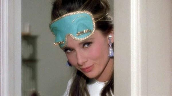 BATscreen053 600x337 Prečo milujeme šaty z filmu Raňajky u Tiffanyho?