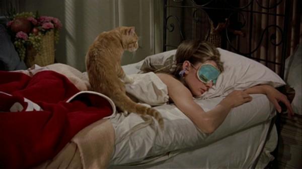 Holly Go1 600x337 Prečo milujeme šaty z filmu Raňajky u Tiffanyho?