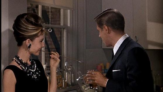 h4 Prečo milujeme šaty z filmu Raňajky u Tiffanyho?