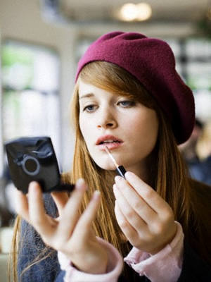 lip gloss Koľko mejkapu na verejnosti je príliš?