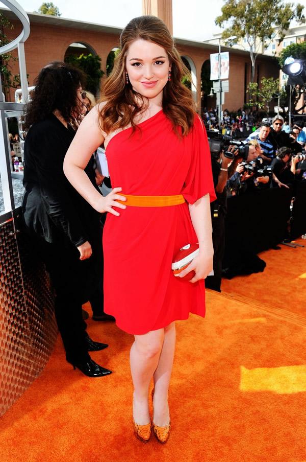 jennifer stone Kids Choice Awards 2012: Oranžový koberec plný veselých farieb, odhalených nôh a zlatých šperkov