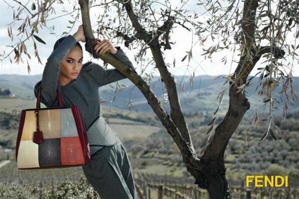 fendi Fall 2012 600x400 To najlepšie z módnych kampaní na jeseň/zimu 2012