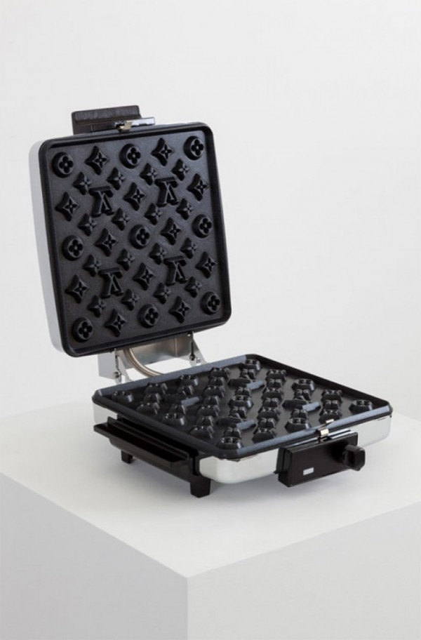 louis vuitton waffle maker 600x912 Najmódnejší waflovač je na svete