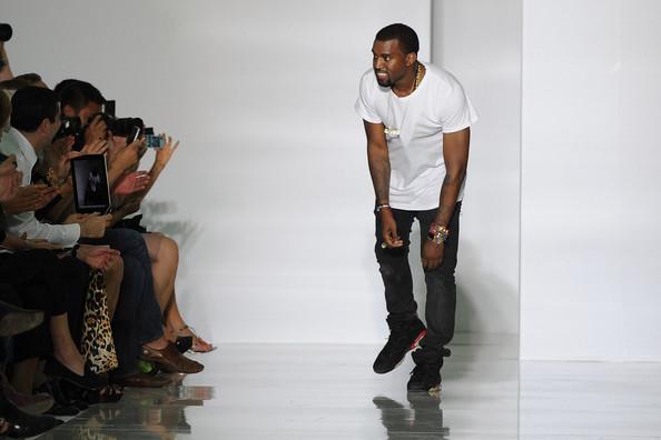 vibe vixen yeezus Kanye West pripravuje unisex kolekciu
