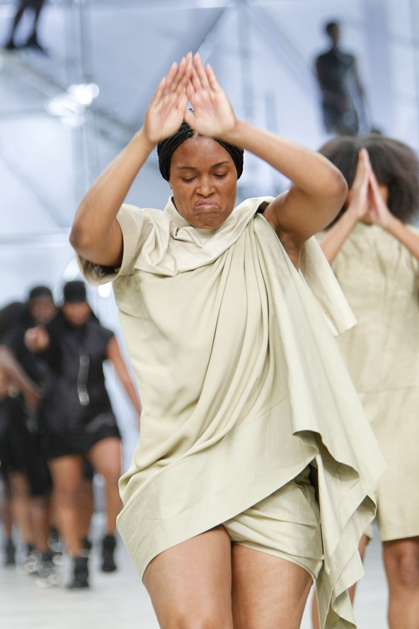 00080h 592x888 20 Rick Owens jar/leto 2014 RTW: Girl power