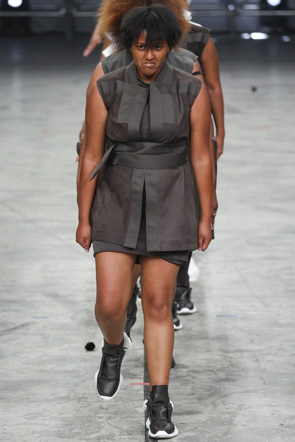 00270h 592x888 Rick Owens jar/leto 2014 RTW: Girl power