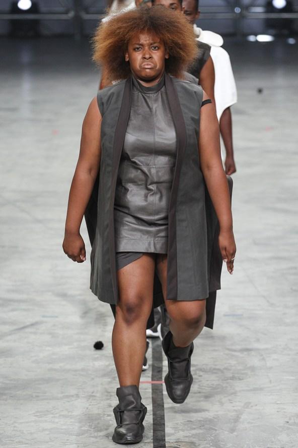 00280h 592x888 Rick Owens jar/leto 2014 RTW: Girl power