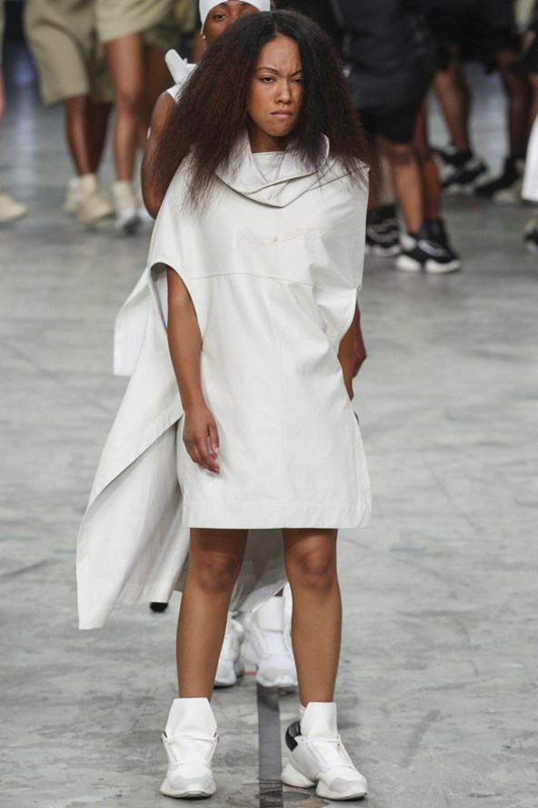 00380h 592x888 Rick Owens jar/leto 2014 RTW: Girl power