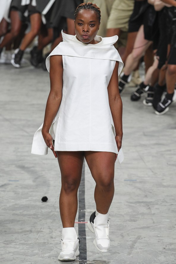 00400h 592x888 Rick Owens jar/leto 2014 RTW: Girl power