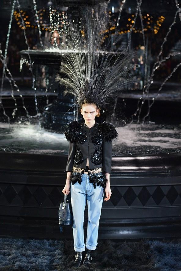 00060h 592x888 Louis Vuitton jar 2014 RTW: Labutia pieseň