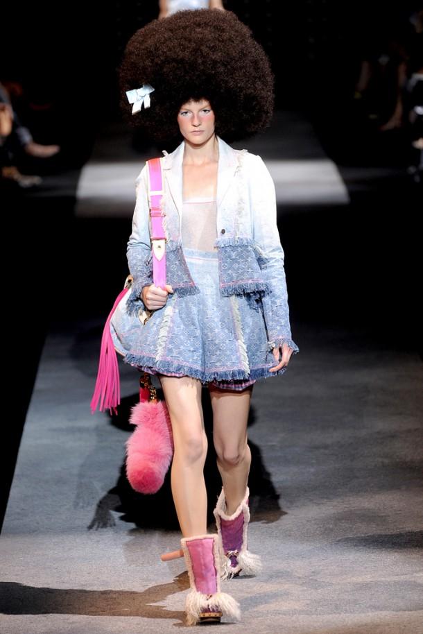 00360fullscreen 610x914 Najlepšie fashion show momenty Louis Vuitton