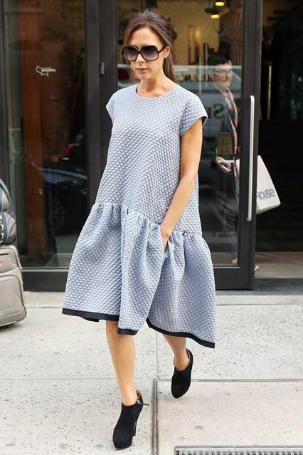 Victoria Beckham Vogue 10Sept13 FameFlynet b 426x639 STAJL správy: Ghesquiére u Vuittona, bohatá Victoria Beckham,...
