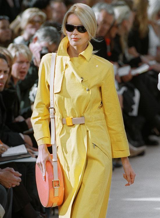 marc jacobs louis vuitton ss2000 claudia schiffer Najlepšie fashion show momenty Louis Vuitton