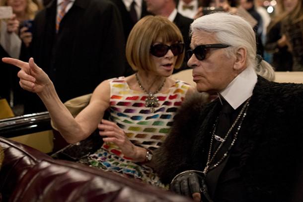 Anna Wintour and Karl Lagerfeld 610x406 Kristen Stewart si zahrá kovbojku v štýle Chanel