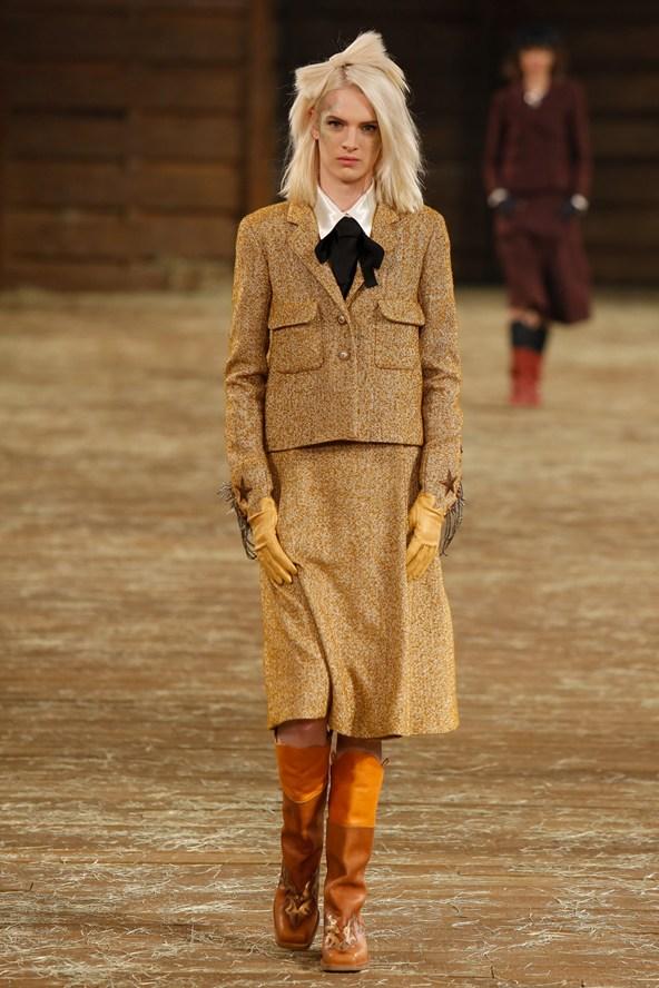 Chanel 001 2000 592x888 Kristen Stewart si zahrá kovbojku v štýle Chanel